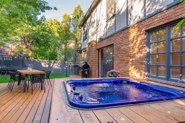 043_Hot Tub
