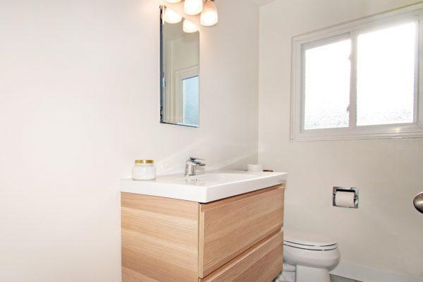 017_Bathroom2