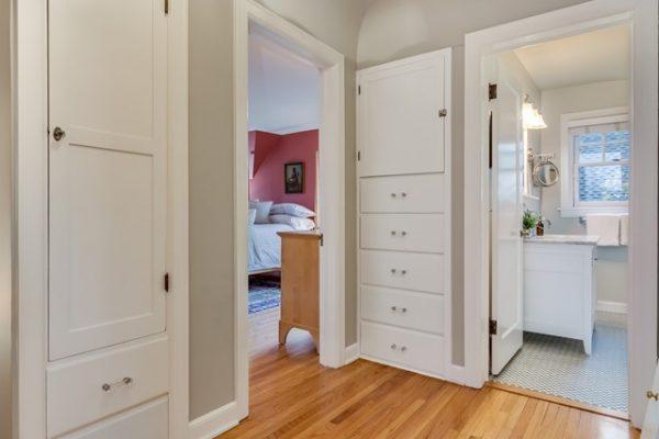 019_Hallway Storage