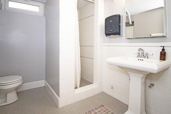 024_BathroomDown