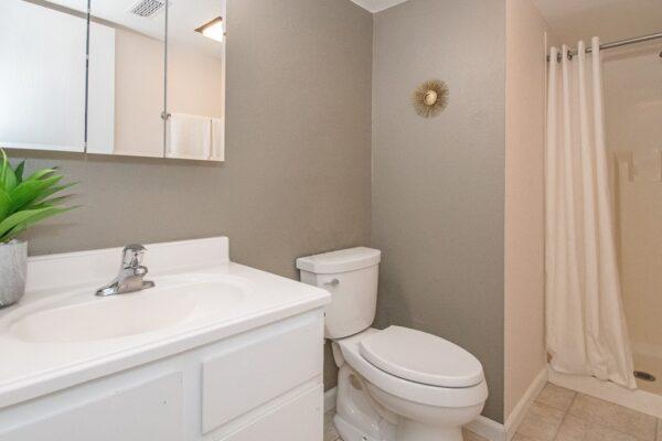 014_Bathroom